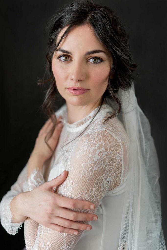Retrato de novia con encaje en Ceuta