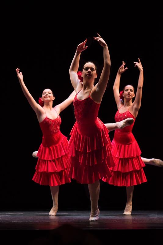 Bailarinas en actuación de la escuela de danza Adagio de Algeciras