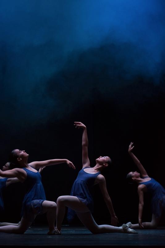 Conjunto de bailarinas de danza clásica en el teatro Florida de Algeciras