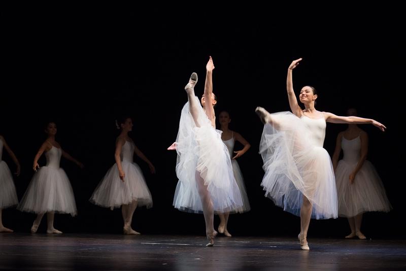 Bailarinas de ballet clásico con tutú en Algeciras