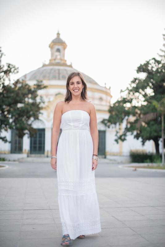 Novia con vestido boho en el teatro Lope de Vega de Sevilla