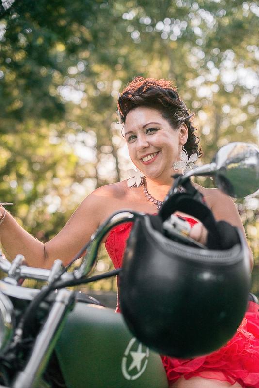 Novia rockera en moto