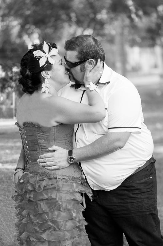 Beso de novios en boda original