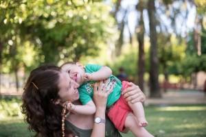 Retrato familiar de madre con hijo pequeño