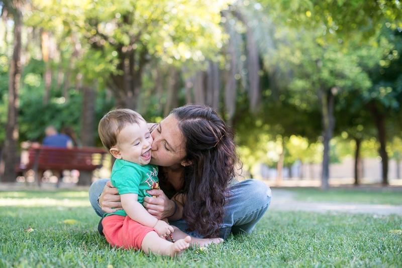 Retrato de madre con hijo pequeño