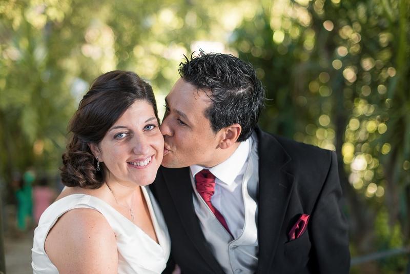 Novios en fotografía de boda de emociones, natural