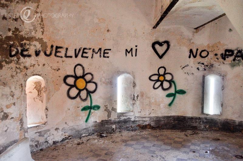 Interior con pintadas fuerte Anyera de Ceuta-19