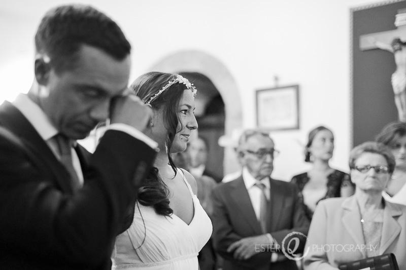 Novia emocionada durante la  boda en iglesia de Marbella
