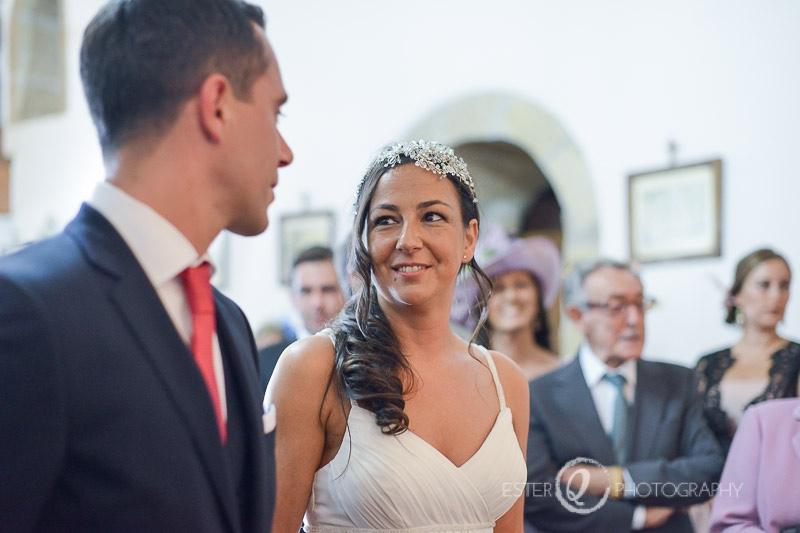 Novia sencilla durate la boda en Ceuta