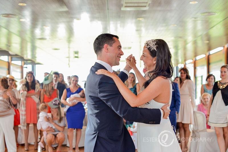 Primer baile de novios en una boda religiosa en Ceuta