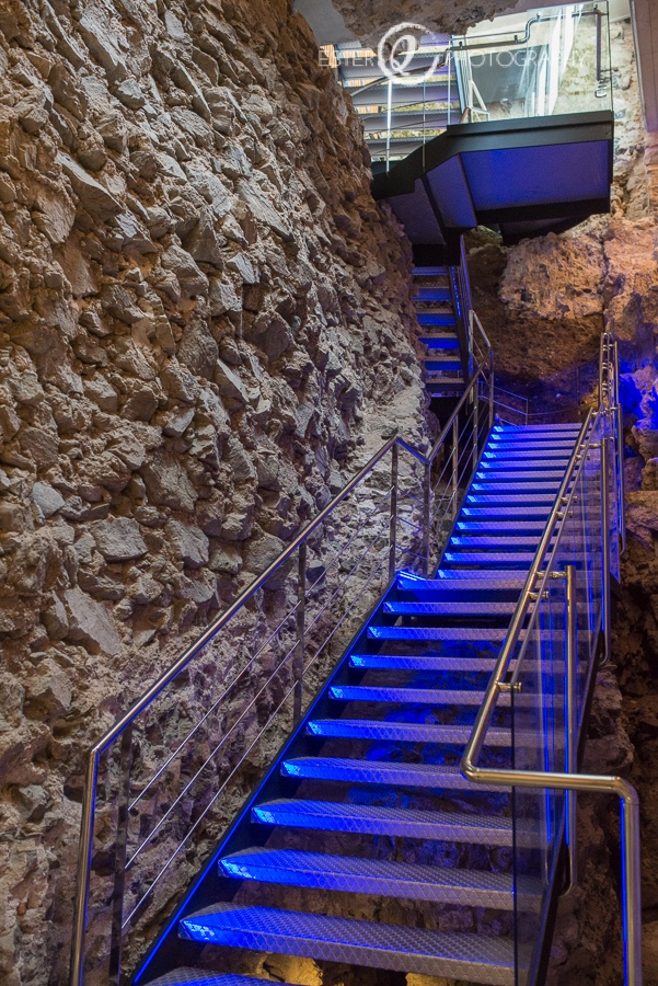 Muralla portuguesa y muralla de época califal en el sótano del Parador de Ceuta
