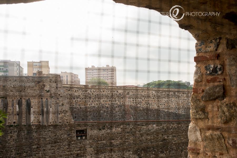 Vista de la muralla real de Ceuta desde el interior de la puerta califal