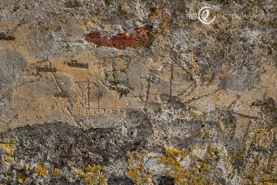 Graffiti de barco del siglo XV en las murallas reales de Ceuta