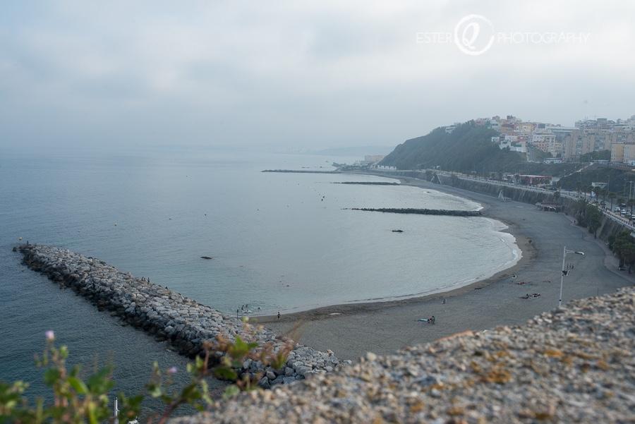 Panorámica de la playa desde la cubierta de las Murallas Reales de Ceuta
