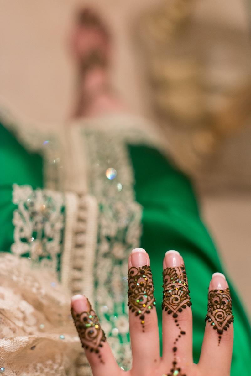 Detalle de tatuaje henna novia musulmana en Ceuta