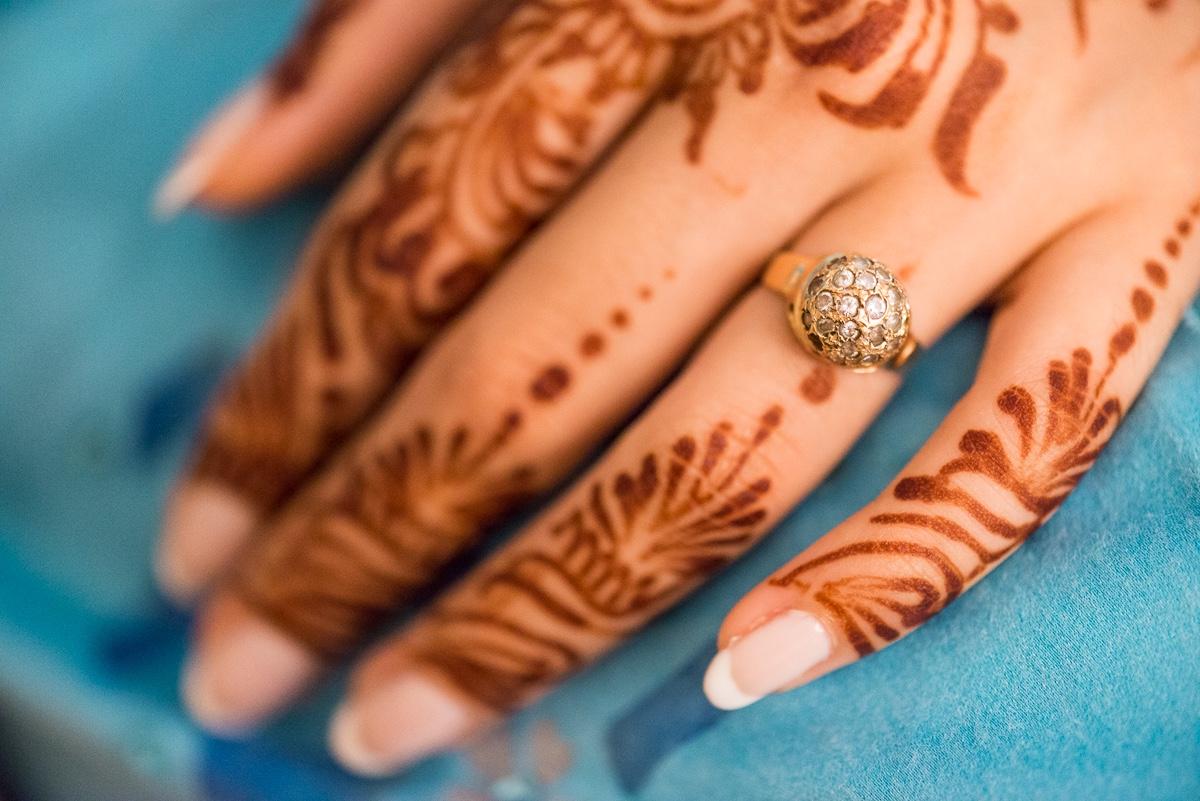 Tatuaje de henna e invitada de boda musulmana en Ceuta