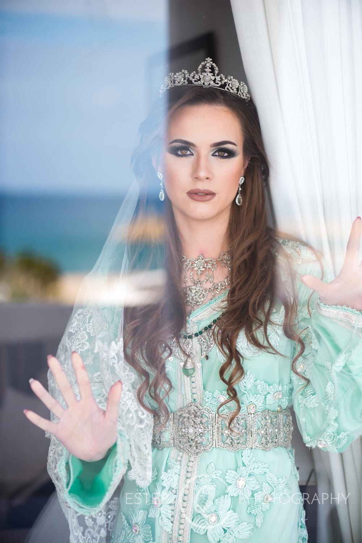 Maquillaje y caftan de novia musulmana estilo marroquí en Marina Smir