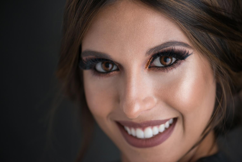 Maquillaje de moda de Sirin Beauty Ceuta con pestañas postizas