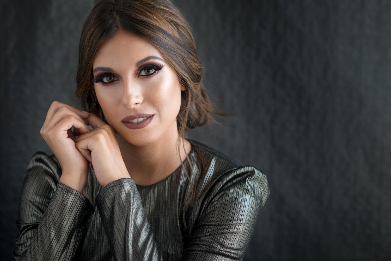 Ainara Cardaño miss españa con look metálico intenso