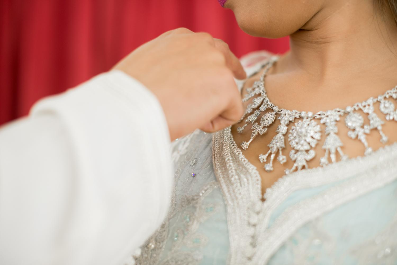 Novios en boda musulmana y detalle collar ziana Farida Ceuta