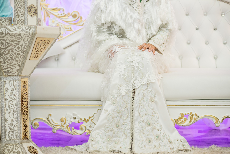Manos de novia en ceremonia henna de boda moruna en Al Massa Palace