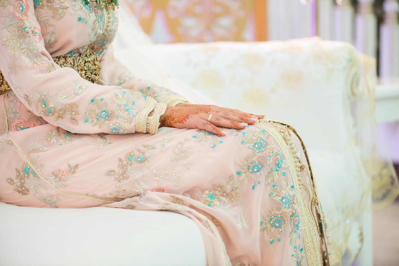 Segundo caftán en tono rosa para novia musulmana en Ceuta