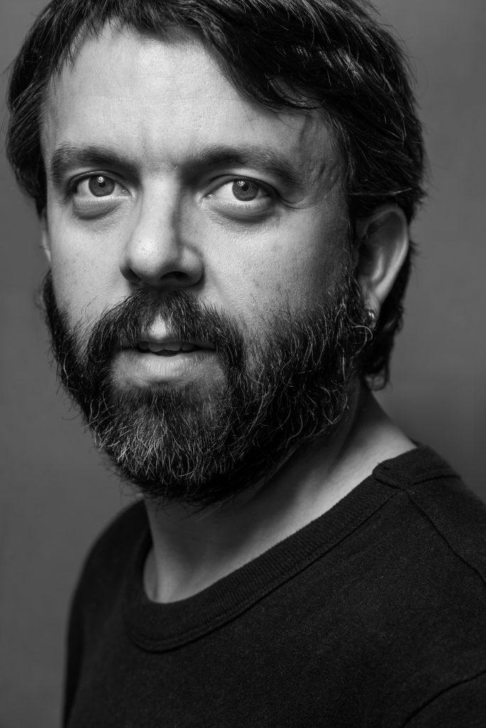 Retrato de hombre con barba en blanco y negro